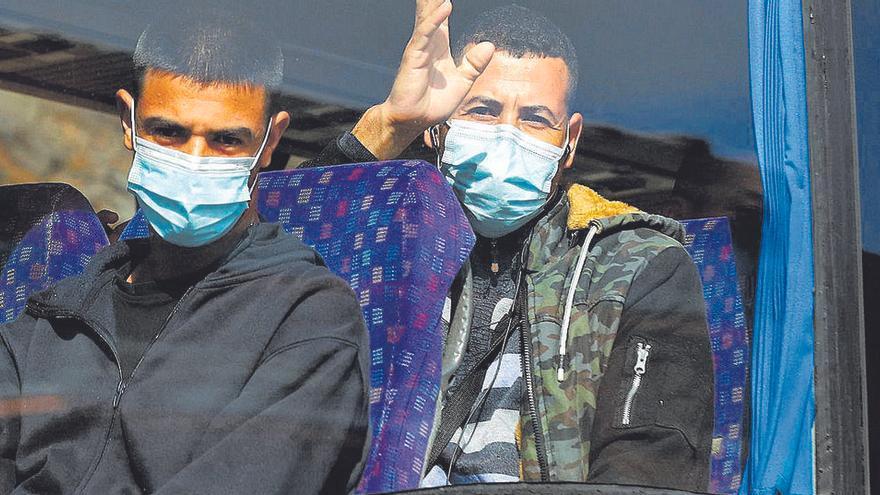 Inmigrantes acogidos en un colegio de Las Palmas, en huelga de hambre