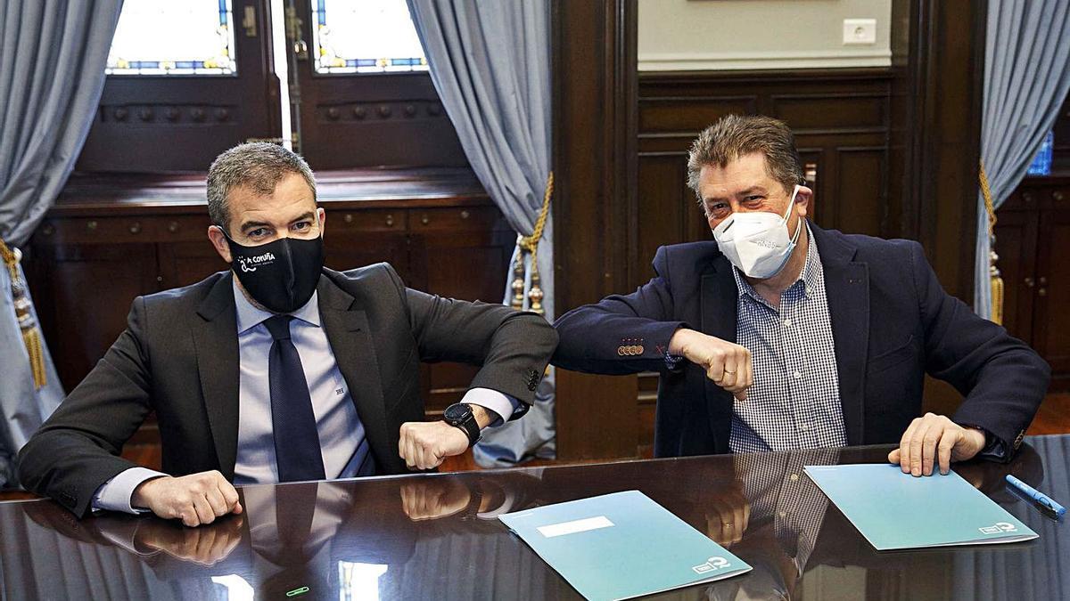 Borja Rodrigo, presidente de la ACT, junto al concejal Juan Ignacio Borrego, tras la firma del acuerdo.