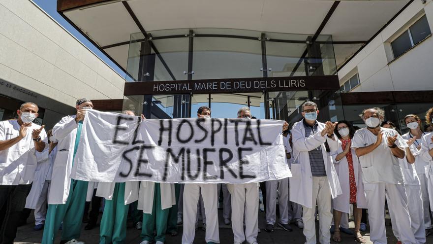 Especialistas del hospital de Alcoy protestan contra su traslado a Urgencias en verano