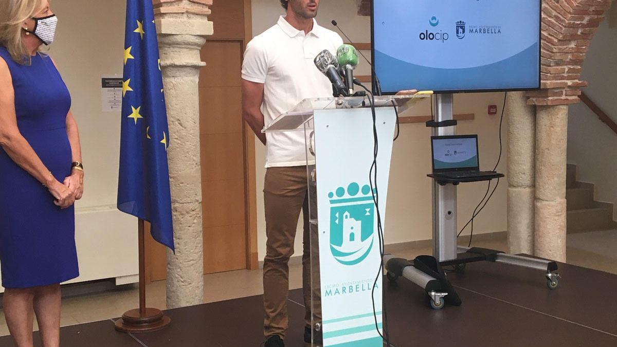 Granero y la alcaldesa, ayer, en la presentación de la iniciativa.