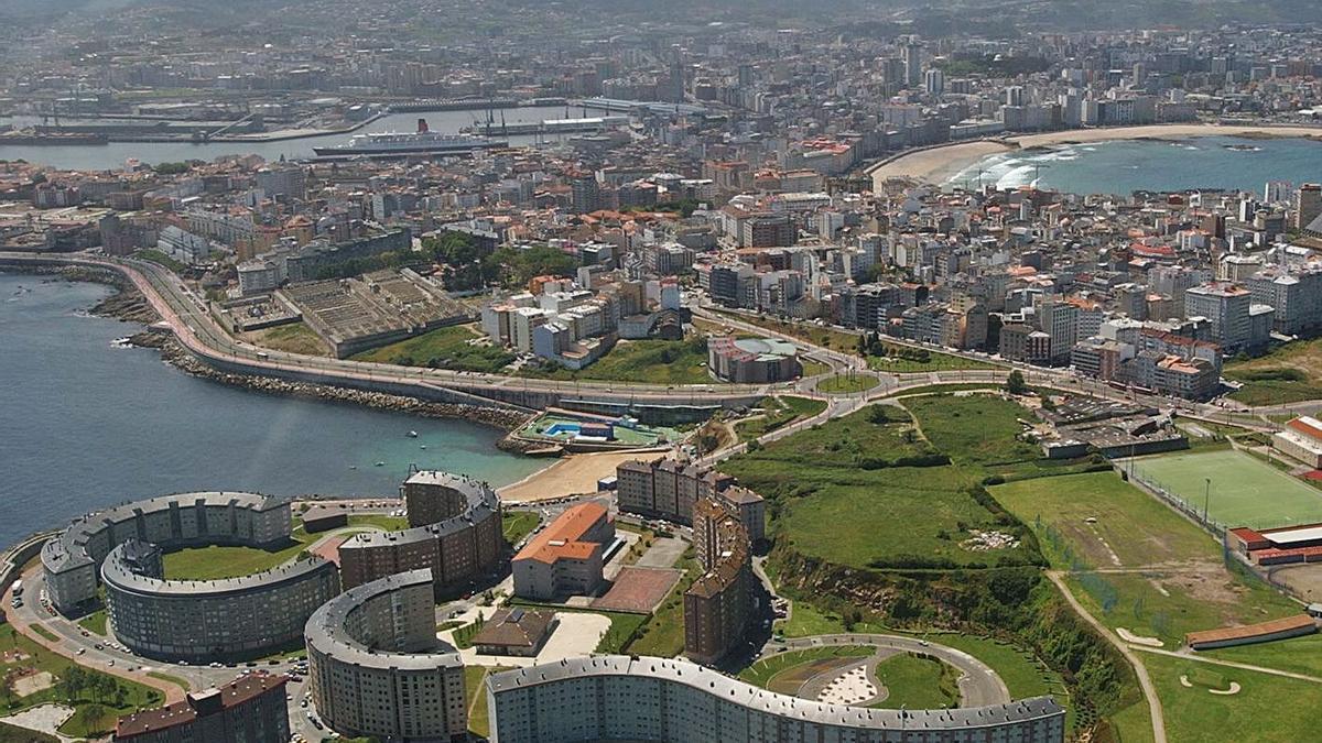 Vista aérea de la ciudad de A Coruña. |   // VÍCTOR ECHAVE