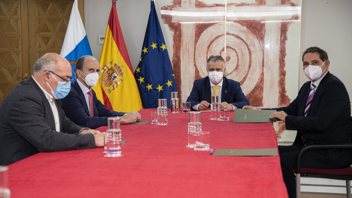 Torres se interesa por los proyectos de la nueva directiva de la Federación Regional de Lucha Canaria