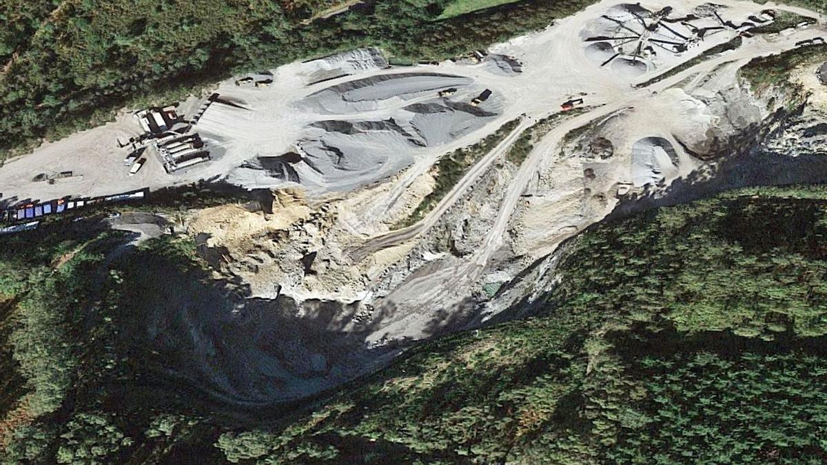 Vista aérea de la cantera de Trambasaguas en Freón, en Monteagudo (Arteixo). |   // L.O.
