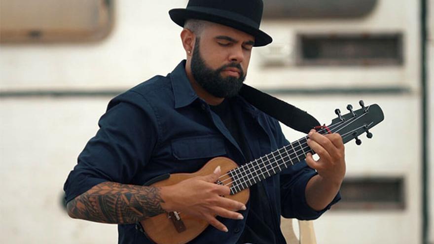 Althay Páez pone el ritmo en la gala que da el pistoletazo a las fiestas del Socorro