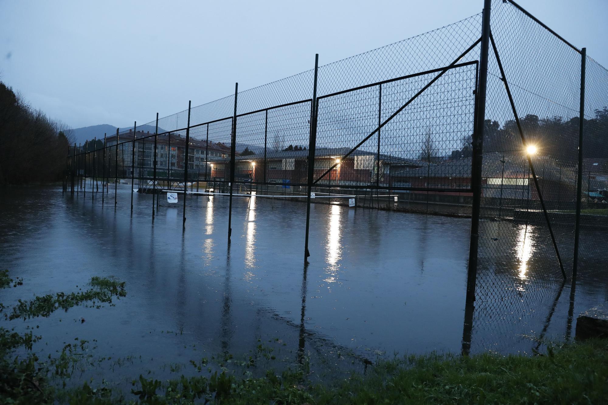 Las fuertes lluvias dejan inundaciones en Gondomar