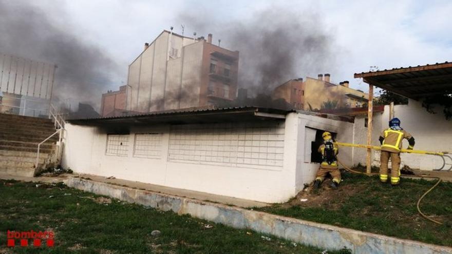 Els Bombers extingeixen un incendi a l'avinguda Vilallonga de Figueres