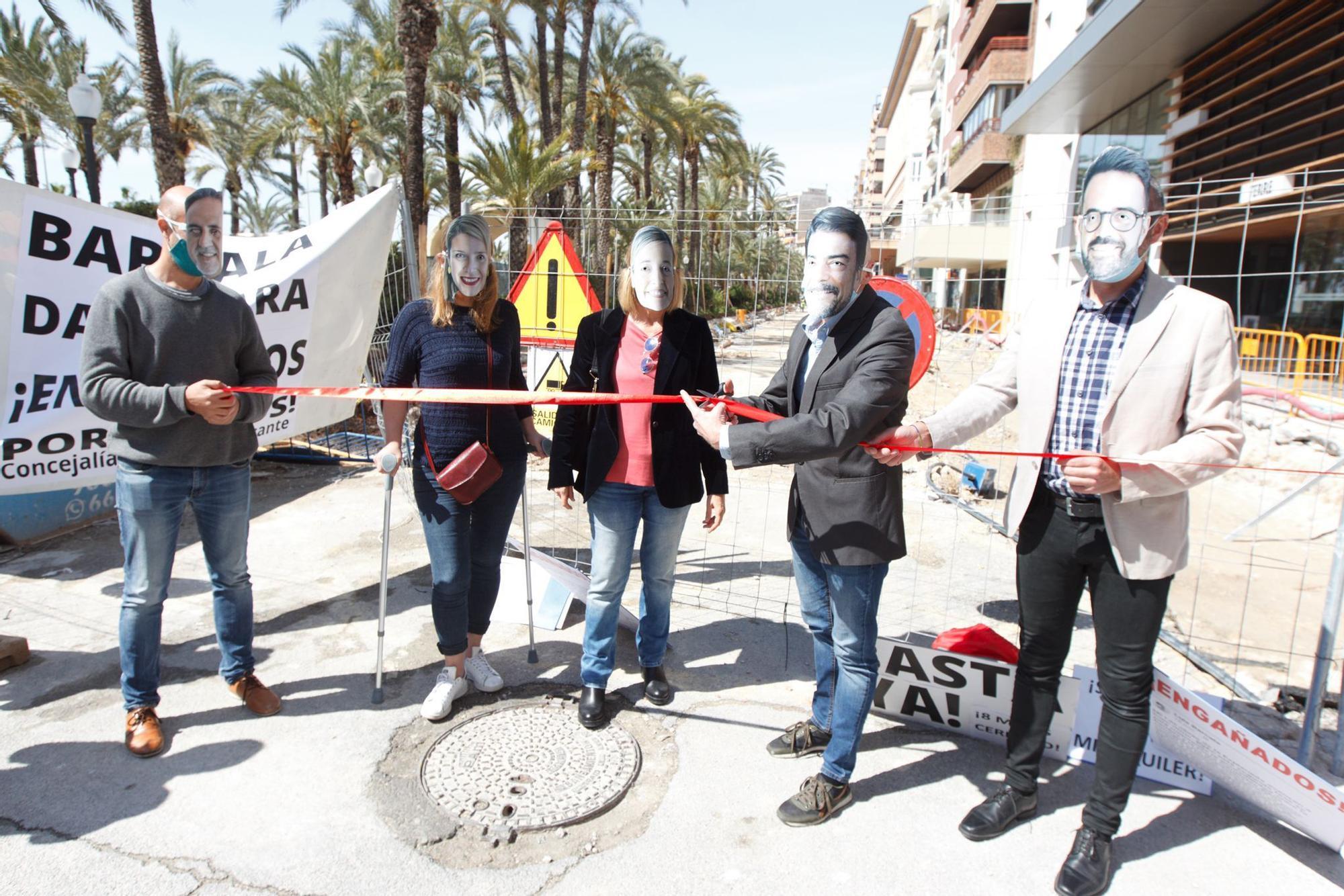 Los hosteleros de la Explanada celebran la inauguración ficticia de las obras del paseo que llevan dos meses de retraso