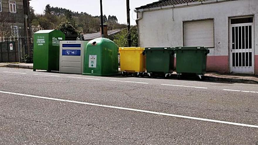 Dozón impulsa la recogida selectiva con la instalación de islas de contenedores