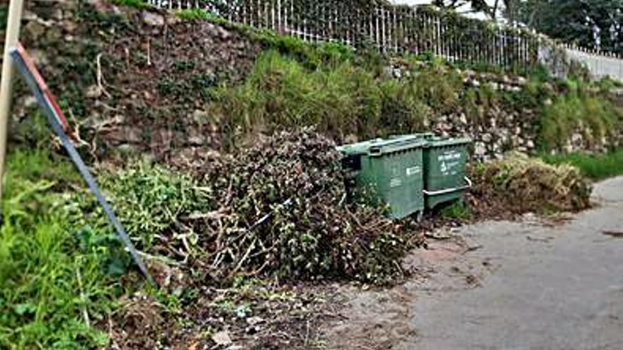 El PP denuncia acumulación de basura en Baiona a pesar de pagar un 40% más