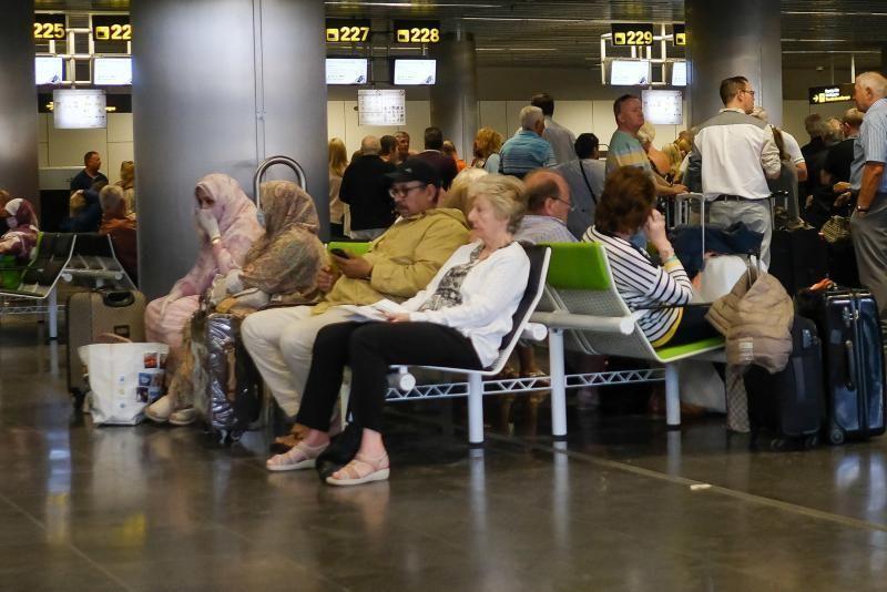 Las Palmas de Gran Canaria. Coronavirus. Aeropuerto  | 15/03/2020 | Fotógrafo: José Carlos Guerra