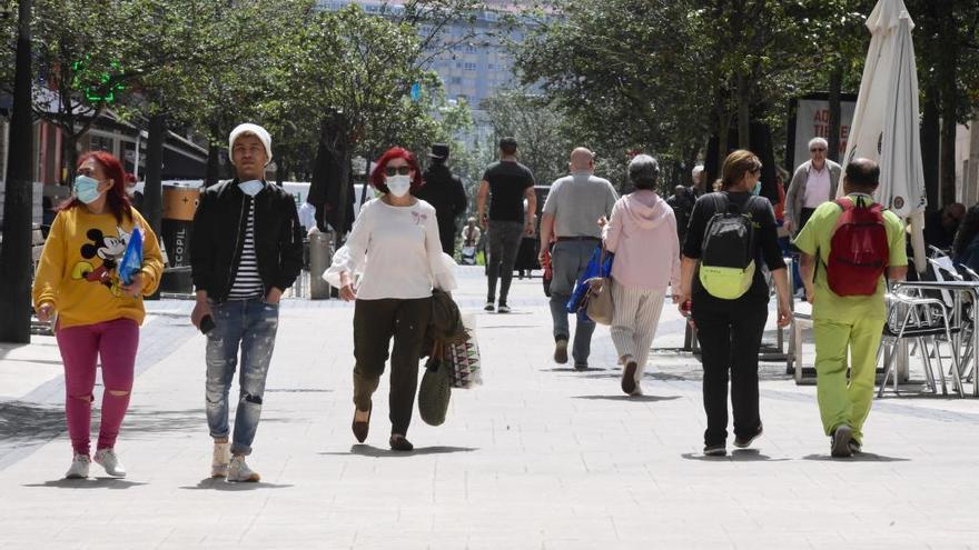 La Xunta mantiene las restricciones en los barrios de la ciudad con más positivos