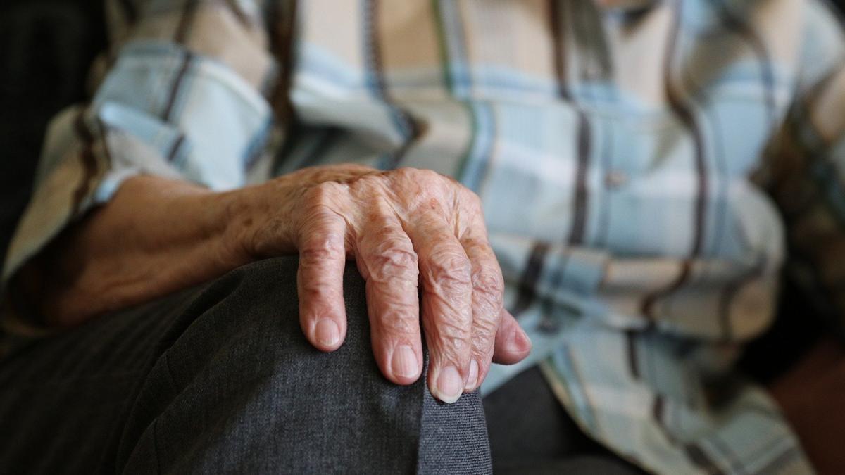 Investigan a un estafador que engañaba a personas mayores