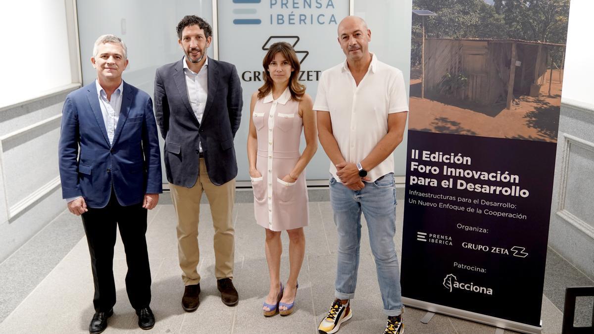 D'esquerra a dreta: José Ignacio González-Aller (director general de Fundació CODESPA), José Gabriel Martín Fernández (director gerent de Acciona.org), Miriam Ciscar (cap de departament de Cooperació Sectorial d'AECID) i Amador Gómez (director d'Innovació en Acción Contra el Hambre).