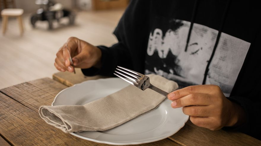 ¿Es el ayuno intermitente más eficaz que una dieta estándar para perder peso?