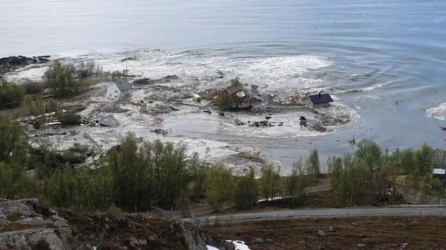 Un impactante deslizamiento de tierra arrasa varias casas en Noruega