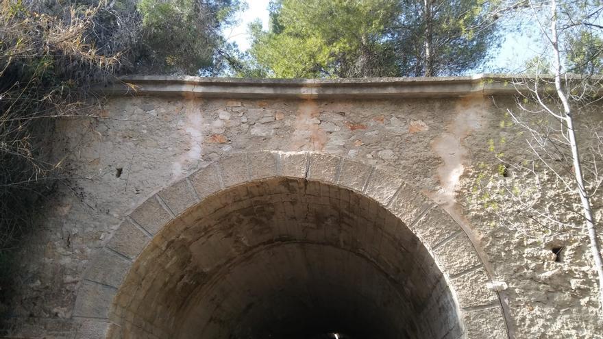 El Ayuntamiento de Alcoy refuerza uno de los túneles de la vía verde