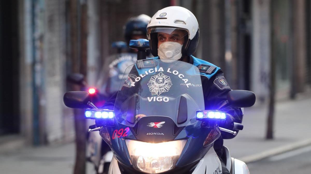 Un agente de la Policía Local de Vigo. // FdV