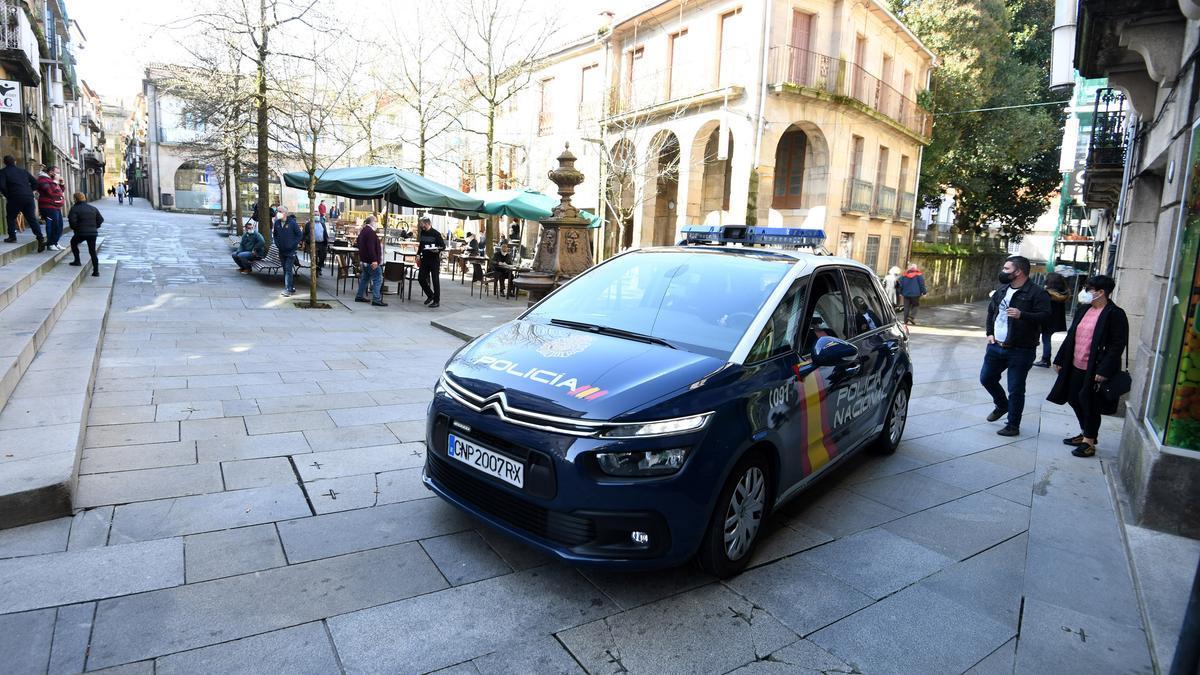 Un coche de la Policía Nacional en Pontevedra