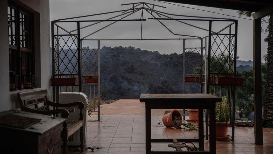 La lava se come las casas de Todoque una a una en su camino hacia el mar