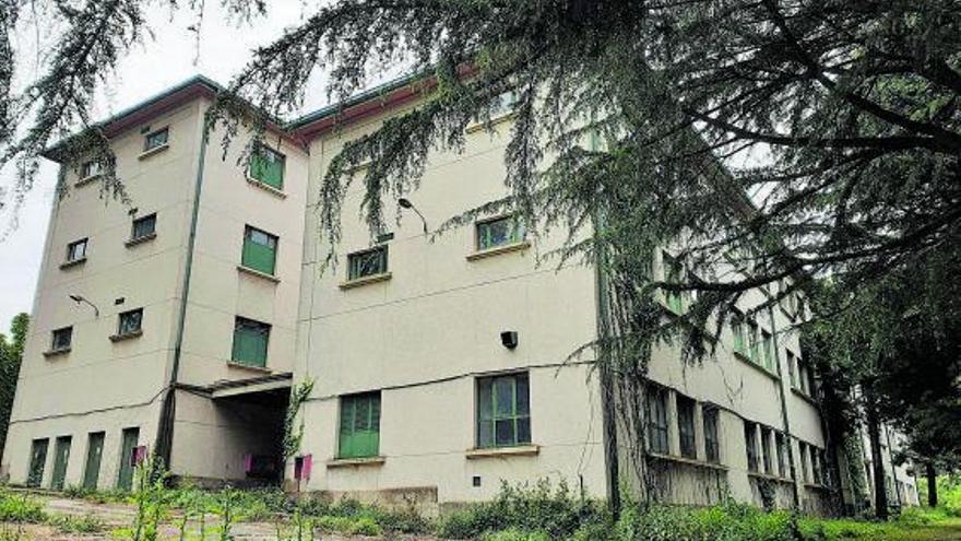 La Xunta renuncia al pabellón deportivo en la ETEA para ampliar la residencia