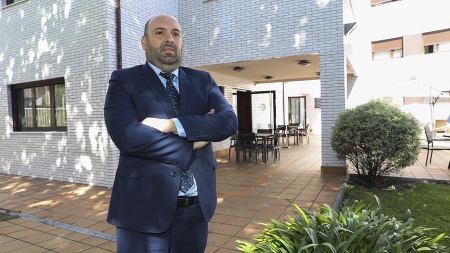"""Diego Fernández,  director territorial de DomusVi,  gestiona ahora las residencias Larrañaga: """"Las residencias no son hospitales, otra cosa es estudiar si deben medicalizarse más"""""""