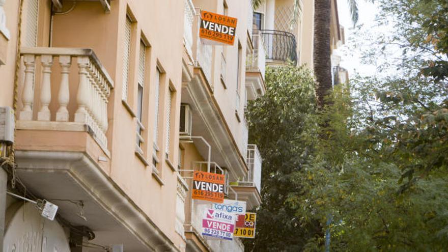 La compraventa de viviendas cae en Alicante por primera vez en cinco años