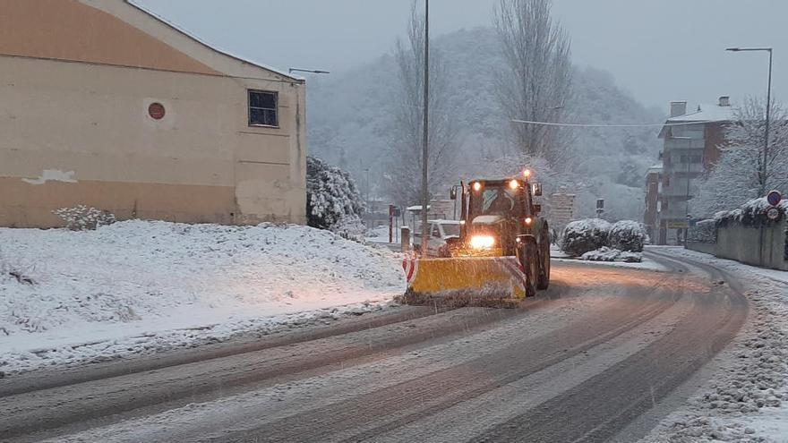 La neu talla l'Eix Transversal entre Sant Julià de Vilatorta i Santa Coloma de Farners