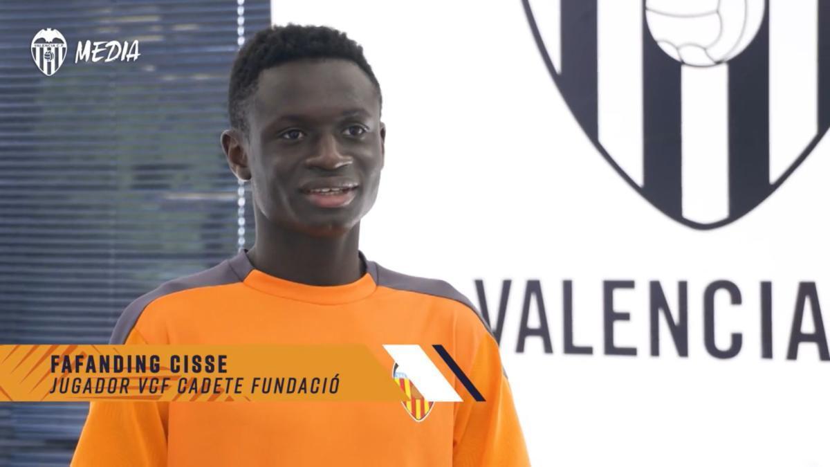 El emotivo regalo de la cantera del Valencia al mallorquín Fafanding Cissé