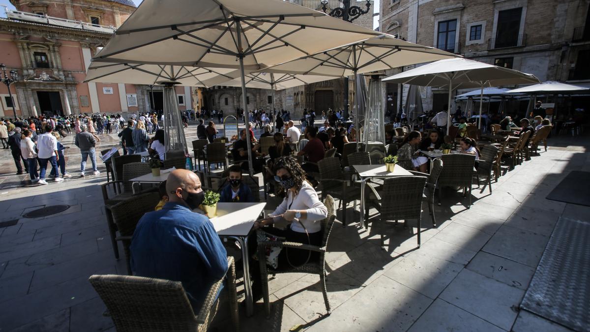 Una terraza de un bar de València el pasado domingo