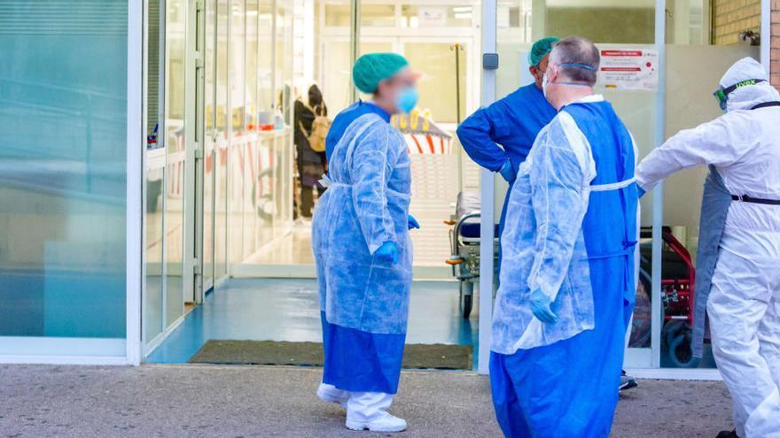 El Colegio de Médicos denuncia la falta de material de protección en los hospitales