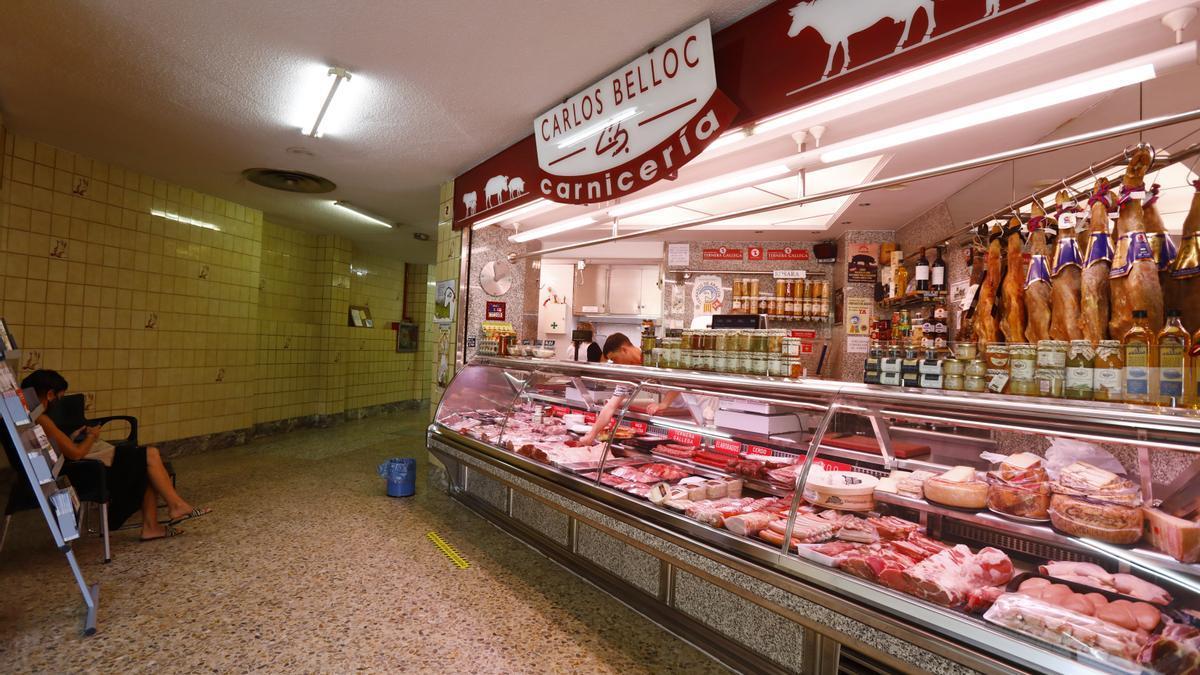 La carnicería Carlos Belloc es el último puesto del Nuevo Mercado Fleta