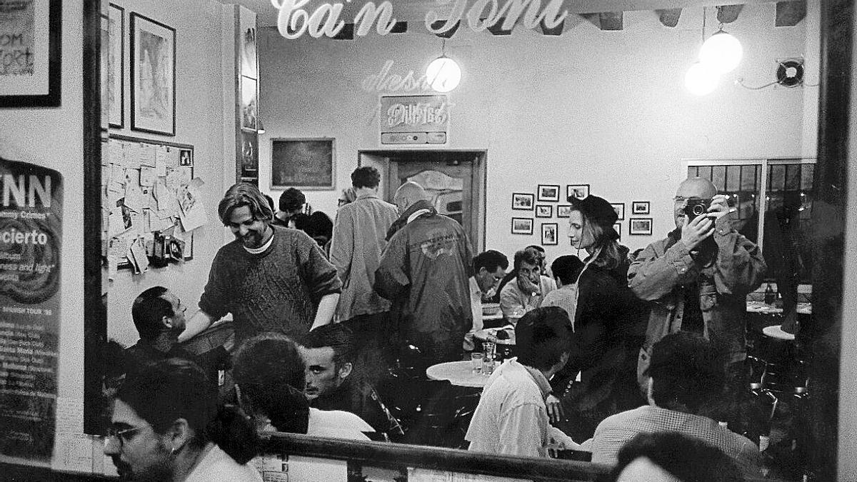 El bar de la Costa de Santa Creu en la década de los 90.