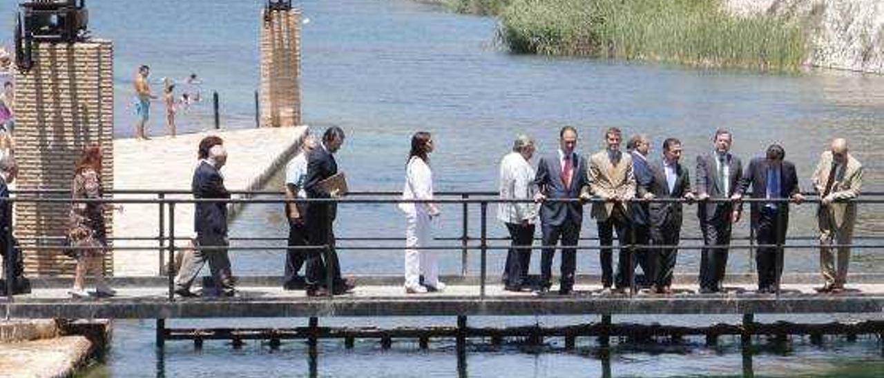 El Consell busca sellar la paz entre la Ribera y el Vinalopó antes del 24-M