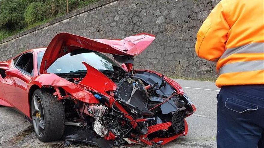 El Ferrari de Cohete Suárez tras el accidente