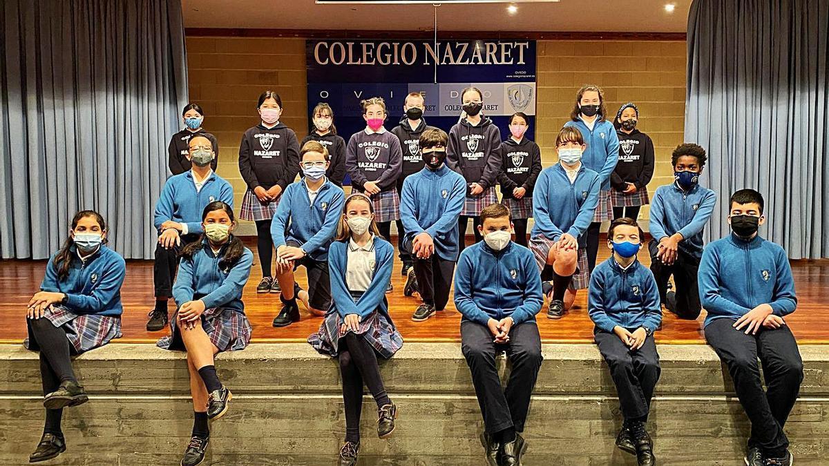 """Los alumnos del colegio Nazaret que se llevaron la fase autonómica del concurso """"Los Atrapa Retos""""."""