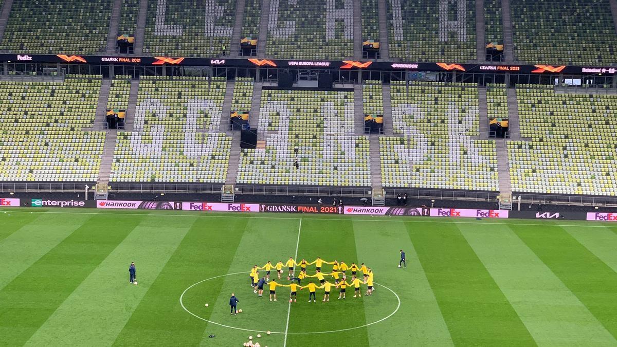 Piña de los jugadores del Villarreal en Gdansk, en la previa del choque ante el Manchester United.