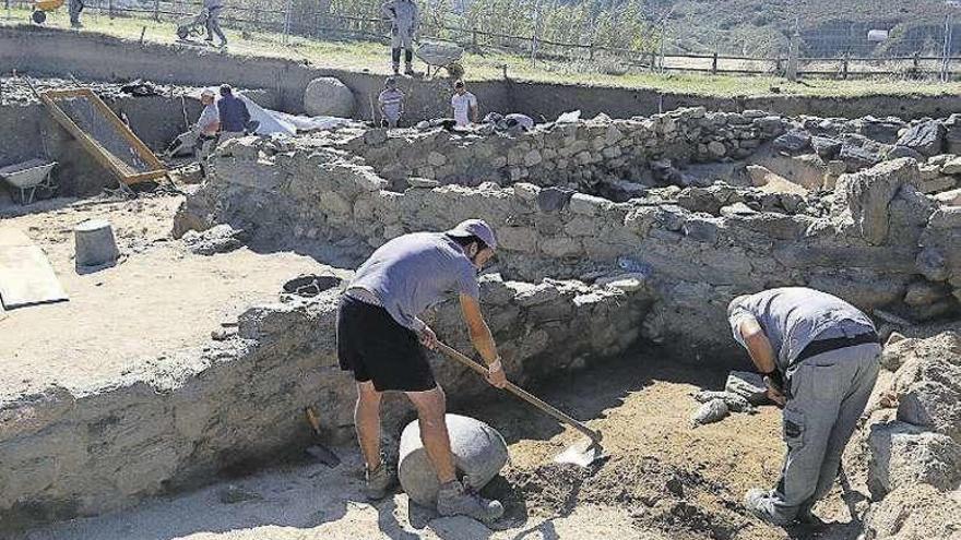 Hallan el esqueleto de un bebé de hace 2.000 años en A Lanzada