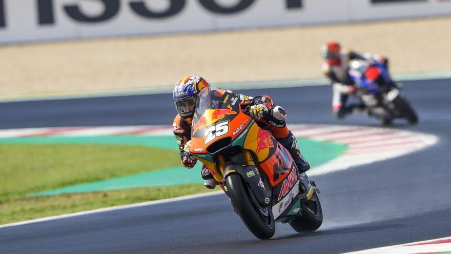 Raúl Fernández logra la pole y mete presión a Gardner en Moto2