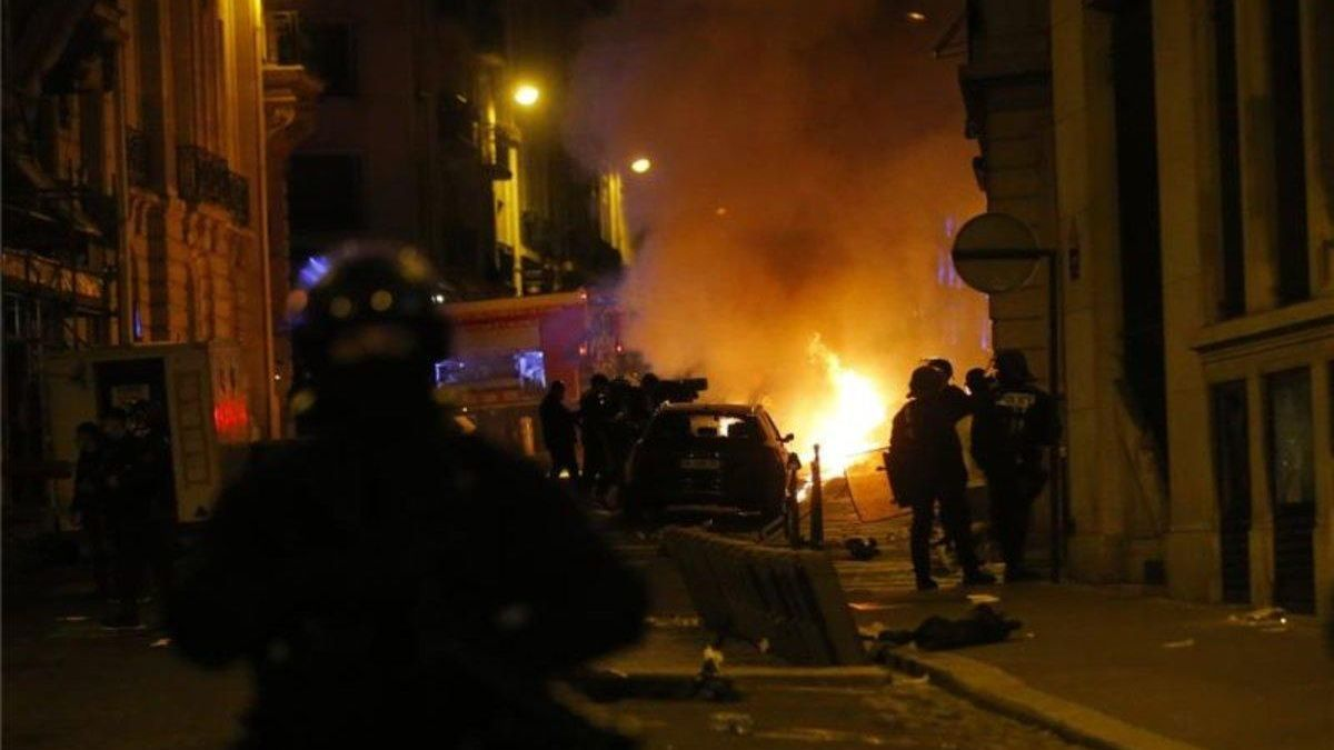 Enfrentamientos violentos en París entre la policía y los aficionados del PSG