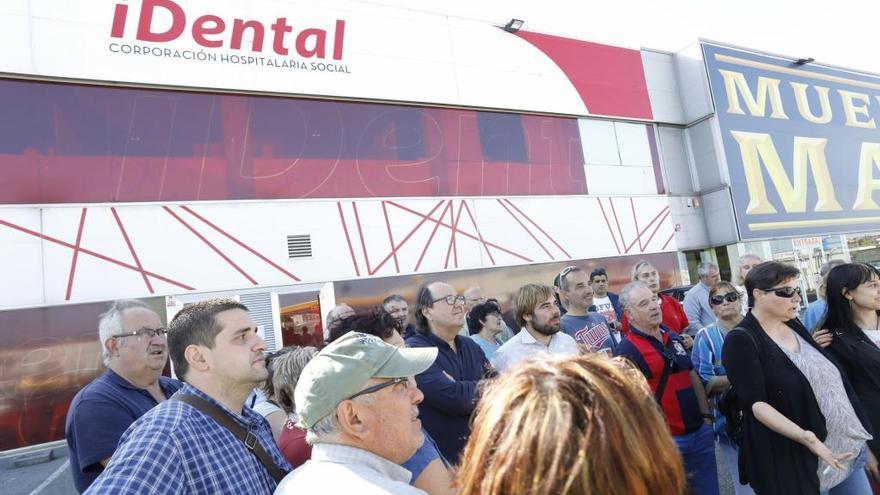 Investigan si iDental extrajo dientes sanos a sus pacientes para cobrar implantes