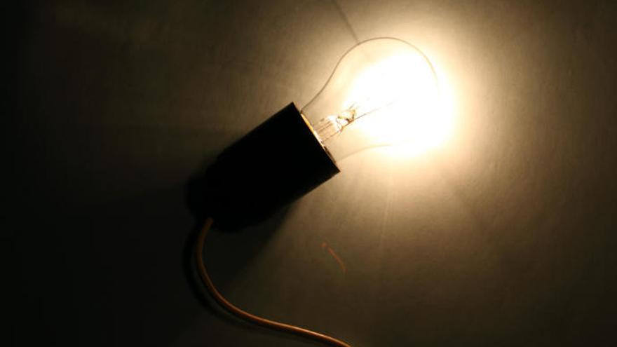 Casi 9.800 familias de Balears reciben el bono social para pagar la electricidad