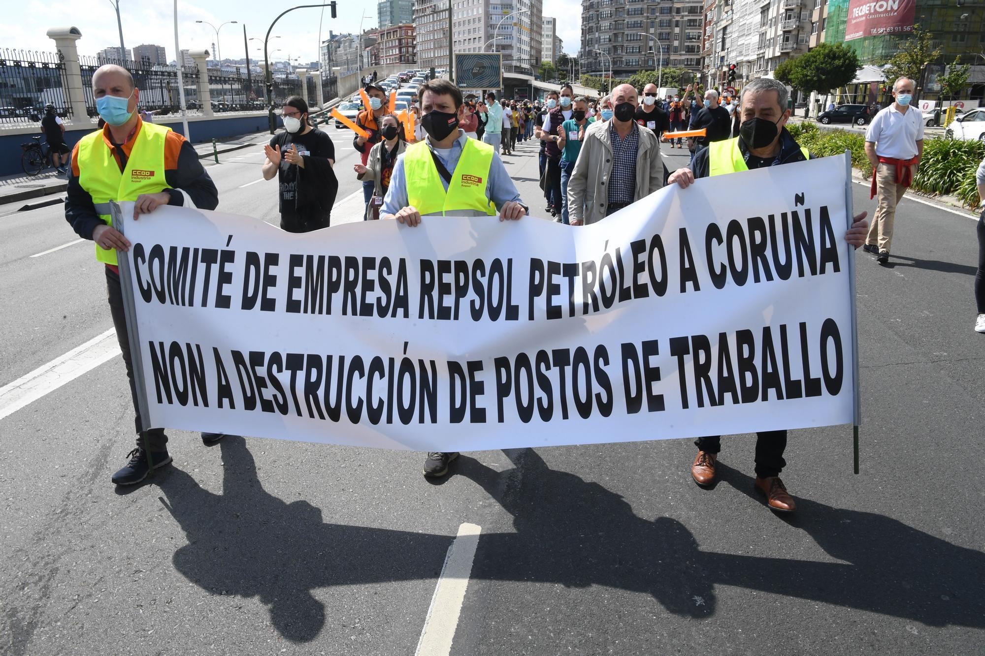 Manifestación de los trabajadores de la refinería de A Coruña afectados por un ERTE