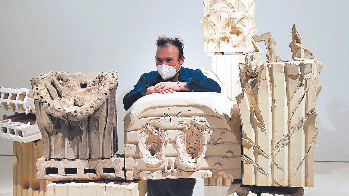 Miquel Barceló, con piezas de su exposición en el Museo Picasso Málaga.