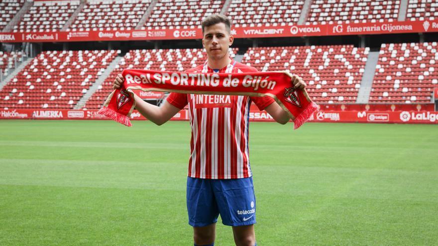 """Christian Rivera engrosa la lista de gijoneses que jugaron en el Sporting y el Oviedo: """"Asturias siempre tira"""""""