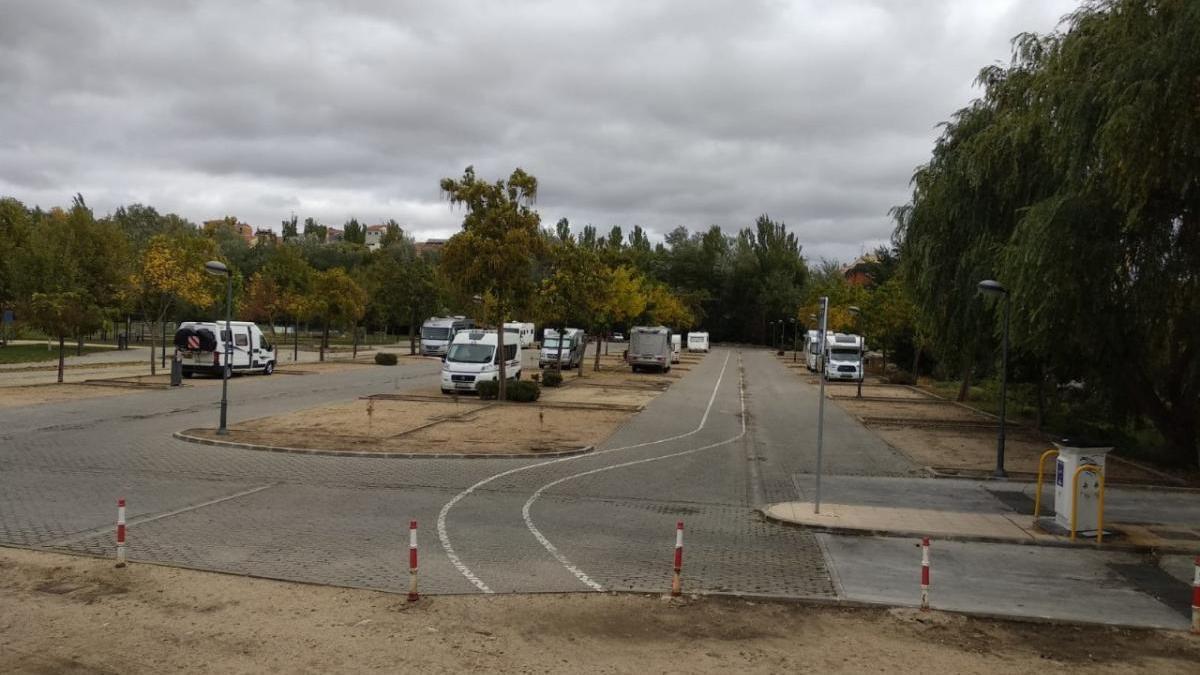 Autocaravanas en el parque de la Frontera.