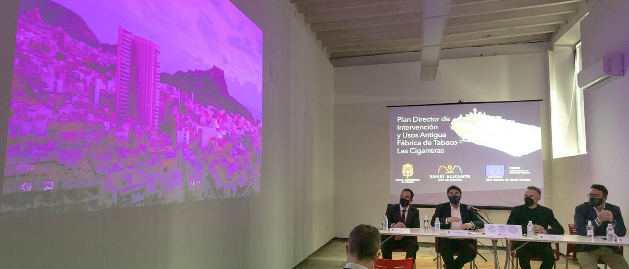 Antonio Peral, Luis Barcala, Ramón Esteve y Adrián Santos, durante la presentación.