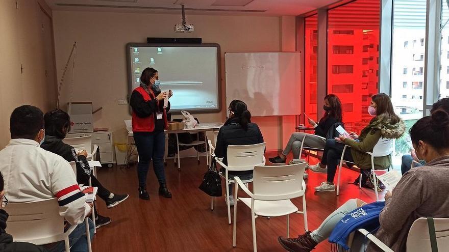 Cruz Roja asiste en Córdoba a 70 personas con VIH en situación de vulnerabilidad