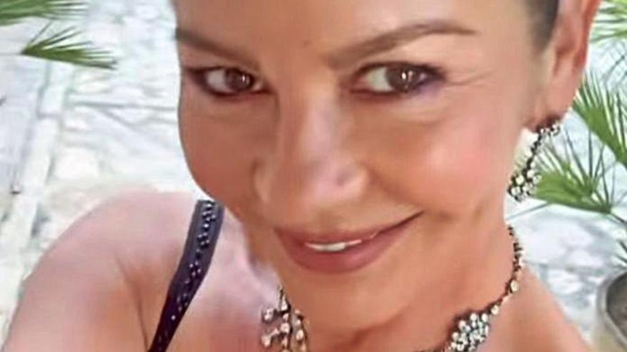 Catherine Zeta-Jones presume de tomates, los de su finca de s'Estaca.