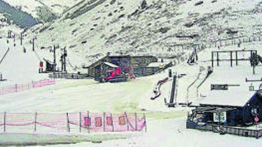 Les primeres nevades d'abril deixen un gruix de vuit centímetres al Pirineu