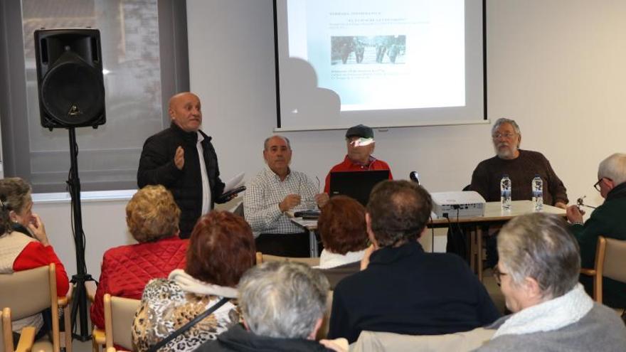 Charla sobre el futuro de las pensiones en el hogar de mayores